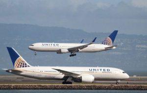 Havayolu şirketinden büyük skandal: taytlı iki kızı uçağa almadı