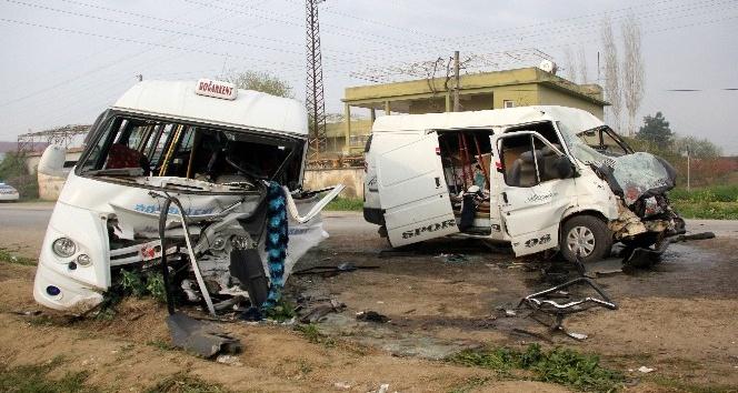 Minibüsler çarpıştı: 1 ölü, 18 yaralı