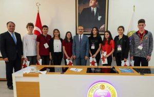 Vali Yavuz, Teknofest Etkinliğinde Dereceye Giren Öğrenci ve Öğretmenleri Ödüllendirdi