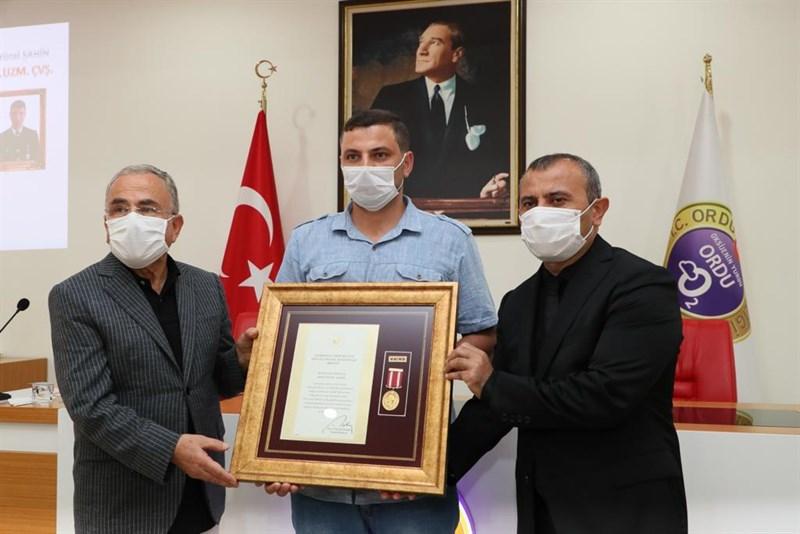 Şehit Ailelerine ve Gazilerimize, Devlet Övünç Madalyası ve Beratı Tevcih Edildi
