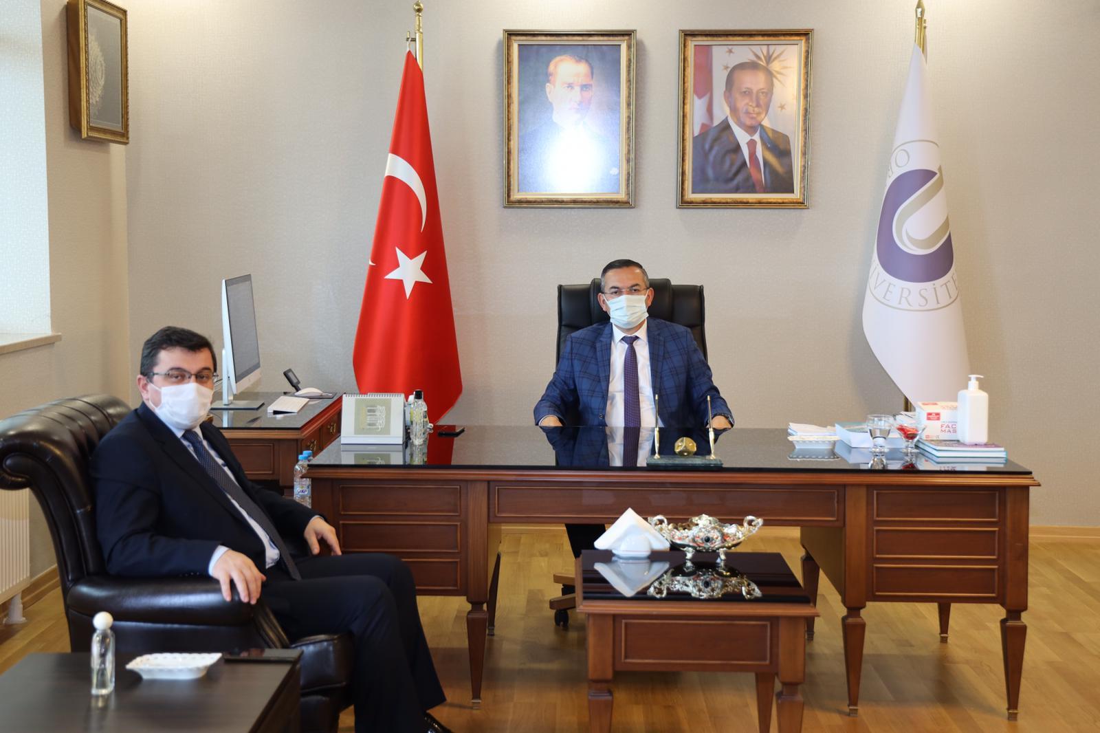 İlçe Milli Eğitim Müdürü Onur Bekyürek, Ordu Üniversitesi Rektörü Prof.Dr.Ali Akdoğan'ı Makamında Ziyaret Etti
